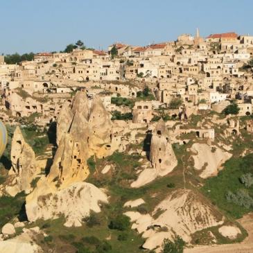 Uchisar, Turkey, travel photography, travel photos, balloons, hot air balloon, Cappadocia