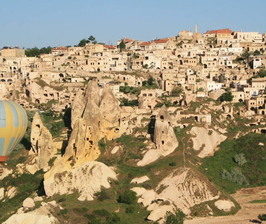 Uchisar, Turkey, travel photography, travel photos, balloons, hot air balloon, Cappadocia