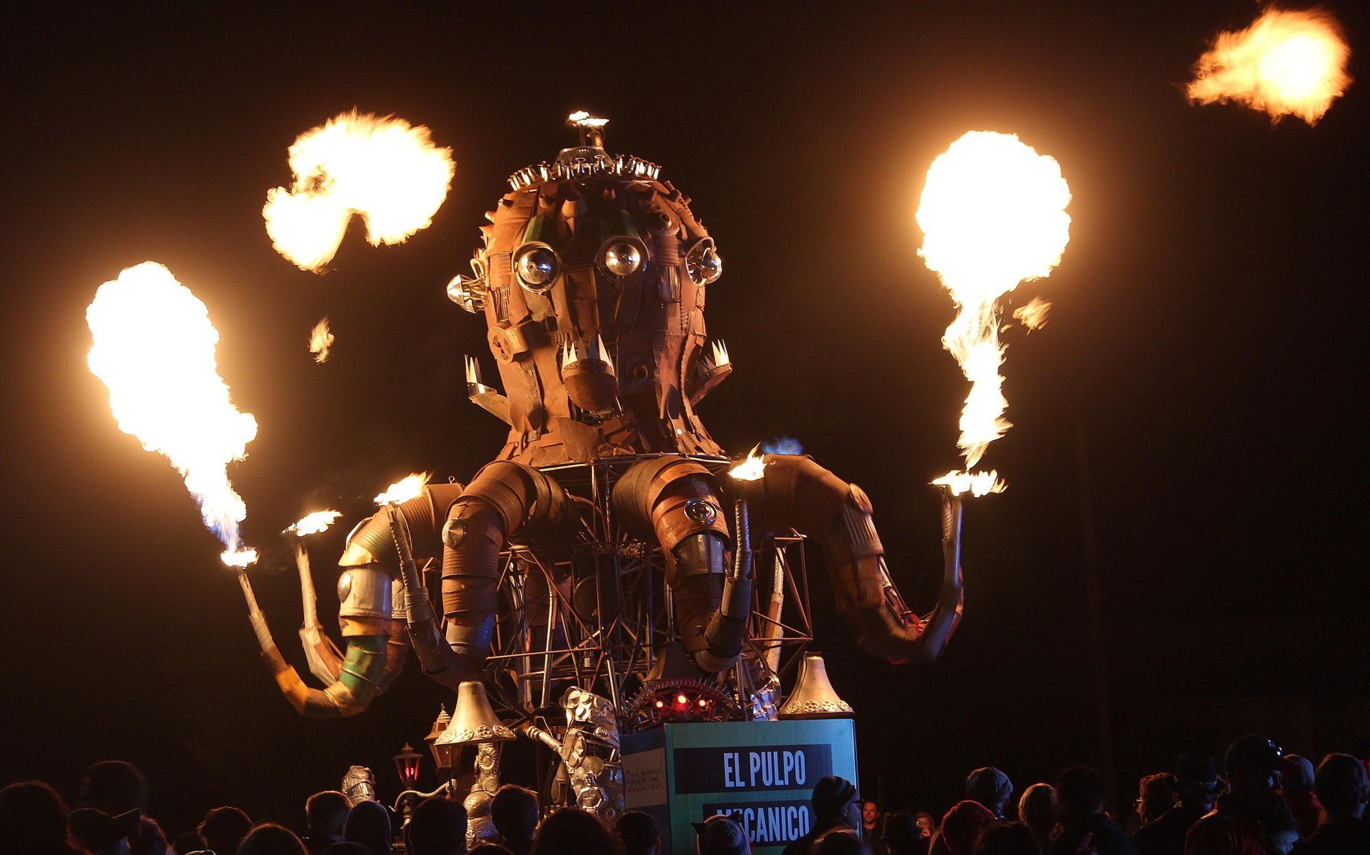 Beakerhead, Calgary, photography, photos, El Pulpo Mecanico, octopus, flames, recycled