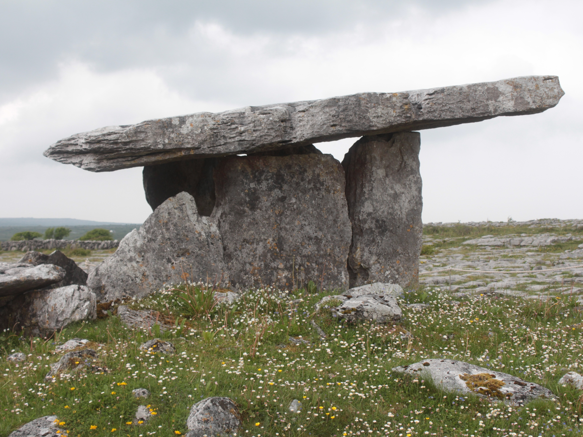 Poulnabrone, Dolmen, Ireland, travel, guide, tourism